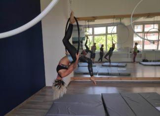 Yoga i pole dance wdzierają się w nasze serca